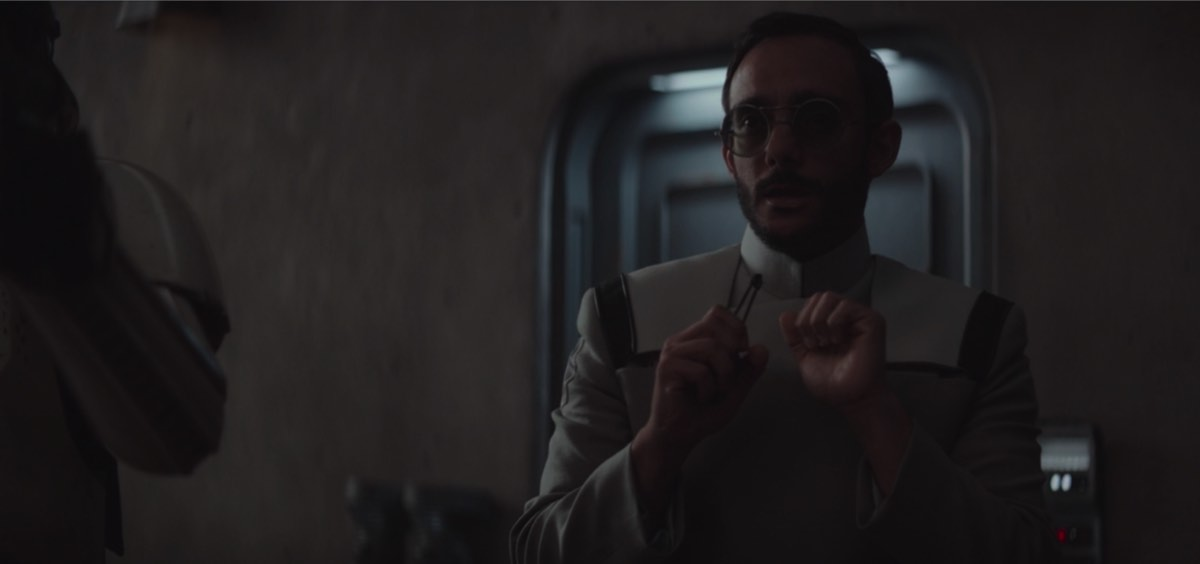 Dr. Pershing From The Mandalorian Appears to be a Kamino Scientist